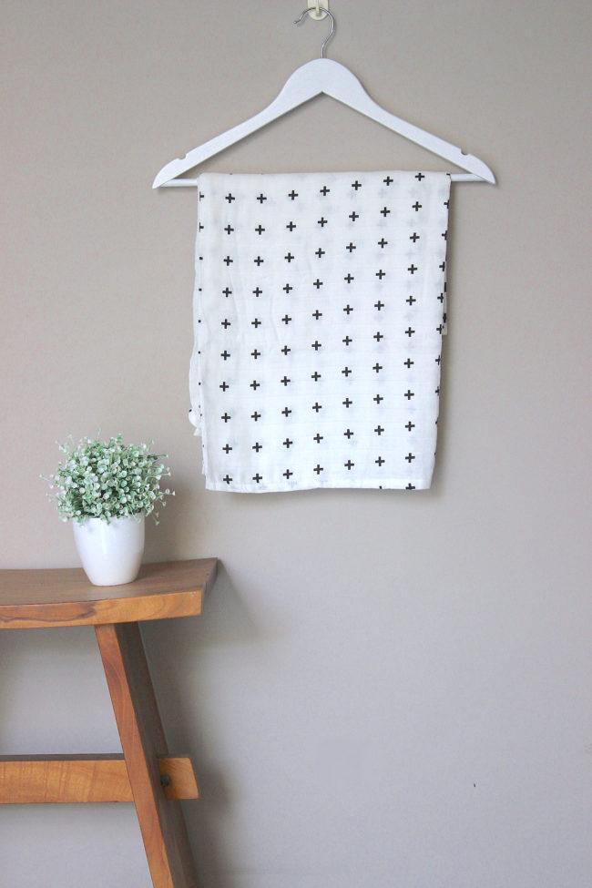 Joyku-bamboo-swaddle-cross- pattern