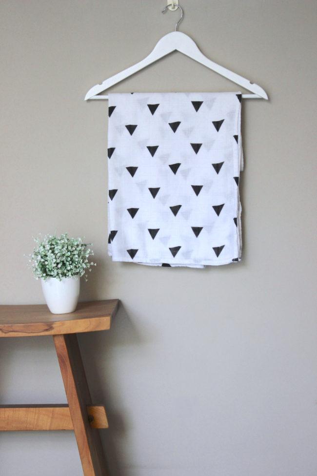Joyku-bamboo-swaddle-triangle- pattern
